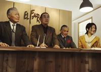 27 日の開村式で挨拶をする4旅館事業者たち