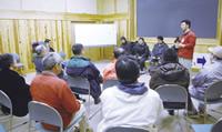 北海道・知床から、エコツーリズムを行っている NPO・SHINRAの皆さんを招き、プログラム 作りやガイド手法について助言をもらった。
