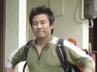 話を伺った「美ら地球」の山田拓さん。東京から移住。2児の父、町内会役員も務める。