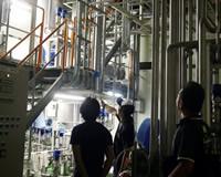 ラム酒の製造工場。年間100トンのサトウキビから製造されるラム酒「サンタマリア」は1万2千本と稀少だ。