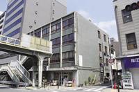 リノベーション前の「つくるビル」。築50年、老朽化が進み解体の話もあったが、「モノとコト」「人と人」が集う場へと再生された。