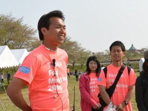 多くの関係者との協働で宮城唯一のフルマラソン大会を実現した竹川さん(左)。
