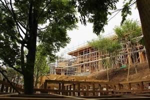 研修や催し、宿泊できる施設「箱根山テラス」。9月のオープンに向け建設が進む様子は、専用のフェイスブックページでもアップしている。