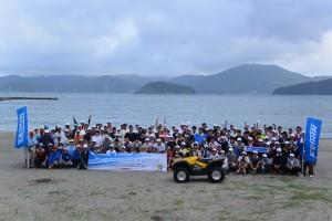 海水浴場の再開に向けて、約200人が力を合わせて清掃活動を行った。
