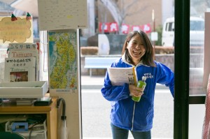 東京から応援隊に参加している中岡ありささん。「復興女子」というフレーズをマスコミから頂戴して以来、広報や取材対応に大忙し。