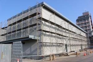 JRいわき駅から徒歩5分、7月のオープンに向けて建設作業が続く「いわきPIT」が姿を現した。