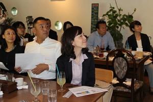 SAVE TAKATAの取組みに耳を傾けるパソナグループ役員のみなさん。(奥の席右から)パソナ東北創生代表取締役社長の戸塚さん、パソナグループ代表取締役グループ代表の南部さんも参加