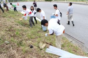 植樹活動は継続的に行っている。写真は2015年6月の植樹風景