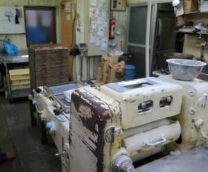 震災当時、この工房には水が数センチ入っただけで機械は無事だった
