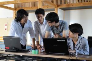 学生リーダーの藤沼凱士さん(左から二番目)。「リーダー役は初めてで大変だったのですが、今回の経験で小名浜という地域がより身近な存在になりました。また秋に来る予定です」