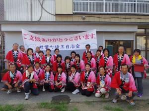 ふたさぽは、各地の自治会の活動もサポートしている。埼玉県加須市で開催された「騎西夏まつり」には双葉町埼玉自治会、はなみずき婦人学級のみなさんが参加し、練習を積み重ねた踊りを披露した。