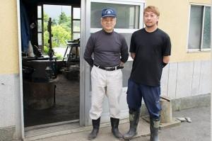高い技術力、開発力を持つ熊谷鈴男社長(左)と、新しい情報や知識を駆使した事業発展に取り組む熊谷秀平さん(右)。親子ならではの絶妙のコンビネーションです。