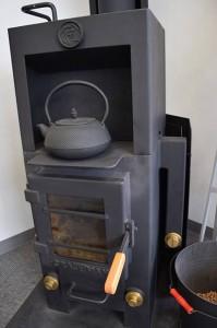 石村工業の暖房はもちろん「クラフトマン」。火が入っていないときでも完成された美しさがある