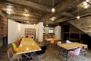 杉浦さんのもうひとつのプロジェクト、気仙沼で活動している人達が集まるシェアオフィス「co-ba kesennuma」