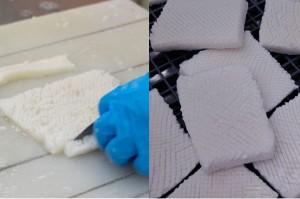 (左)ミリ単位での要望に応えて入れるイカの切り込みも手作業。(右)正確な切り込みが国産ならでは。