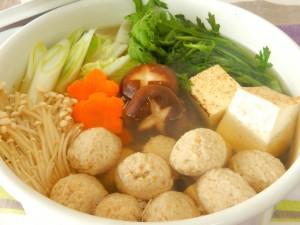 「気仙沼フカフカ団子」を使った鍋もの。高タンパク低カロリーのシンプルな団子だから使い勝手抜群。 写真提供:リアスフードを食卓に。