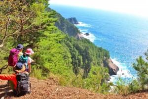 森と海の恵み豊かな尾崎半島(釜石)。半島内の集落「尾崎白浜」には独自の歴史と文化が息づく
