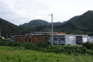 大槌臨学舎は、小中一貫校「大槌学園」の近くに立地する