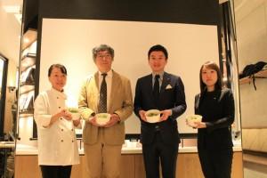 左から栄養管理士の堀さん、京都大学の佐藤教授、中華高橋の高橋社長、ローソンの田口さん