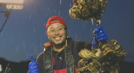 実家を継いだ漁師の夢 「うんめぇ牡蠣食いさきてけらいん!」