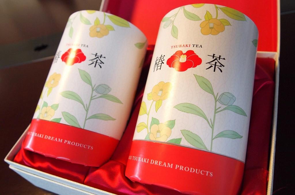 『椿茶』のパッケージは、髙橋さんの友人からの紹介で知り合ったロンドン本社の知人デザインスタジオにお願いして作ってもらったもの。カラフルなデザインが女性に人気です。