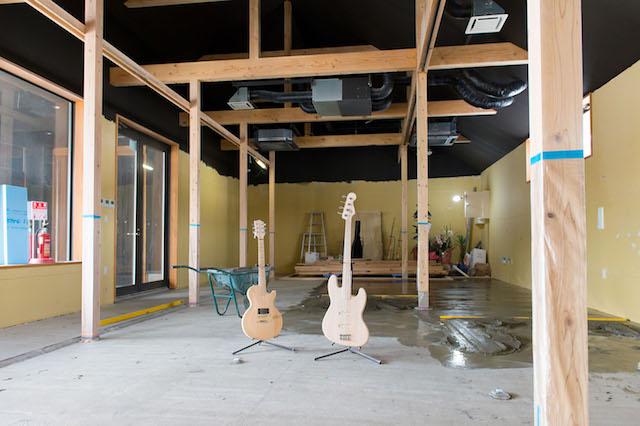 プロムナード内で準備を進めているギター工房。新たな観光コンテンツとしても期待される。(写真:和田剛)