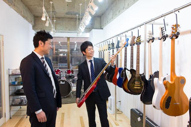 写真右:株式会社セッショナブル代表取締役の梶屋陽介さん、左:右腕として参画した公認会計士の山口英朗さん。地域での創業志望の一人として、スタートアップベンチャーに2015年秋から参画。(写真:和田剛)