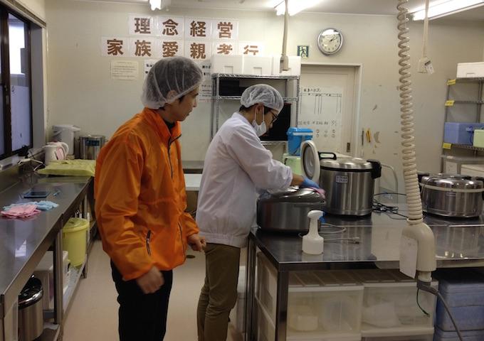 お弁当の内製化のため設置した調理場。