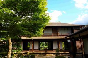 1982年に開園した福島市民家園。民家のほか、火の見やぐらやはねつるべ、消防ポンプ小屋など、昔の人々の生活環境を垣間見ることのできるよう再現されています。