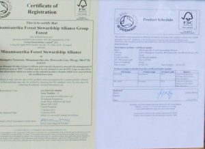 FSC(Forest Stewardship Council:森林管理協議会)による認証状。認証取得後は、少なくとも年に1度、年次監査が行われる。