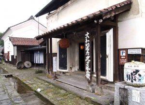 彌右衛門さんで九代目となる大和川酒造店。江戸時代に使われていた酒蔵が今も残っています。