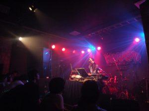 夏祭りに合わせて開催されたライブへの出演者は、すべて地元・宮古のバンド。女性一人でのかっこいい演奏も。