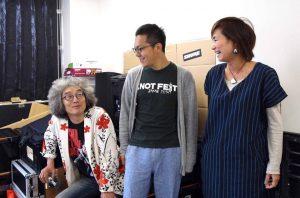 左から、木鋤さん、遠藤さん、岸本さん。2人が2016年の音開きに出展して以来、遠藤さんとの交流が続いています。