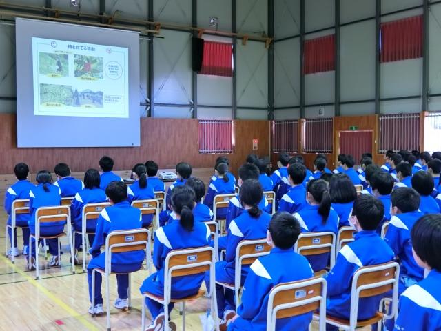 【企業がつなぐチカラ(45)】復興と未来への想いを椿の成長に寄せて。2月15日赤崎中学校で資生堂が椿の俳句集贈呈式
